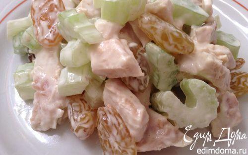Рецепт Салат с курицей, сельдереем и изюмом