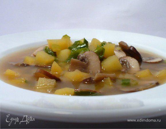 Весенний суп с коричневыми шампиньонами и картофелем