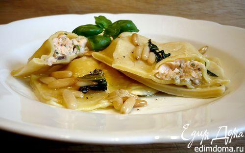 Рецепт Равиоли с семгой под соусом из базилика и кедровых орешков