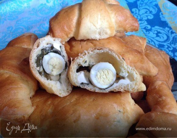 Слойки с щавелем, сыром и яйцом