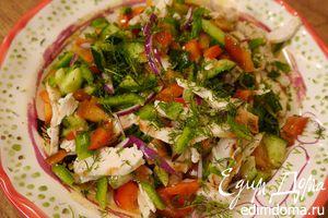 Салат из сладкого перца с огурцом и куриной грудкой