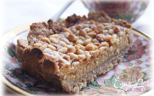 Рецепт Пирог с кедровыми орешками и медовым заварным кремом