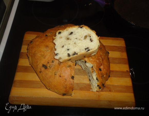 Домашний хлеб с оливками и чесноком