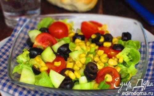 Рецепт Салат с помидорами черри, кукурузой и оливками