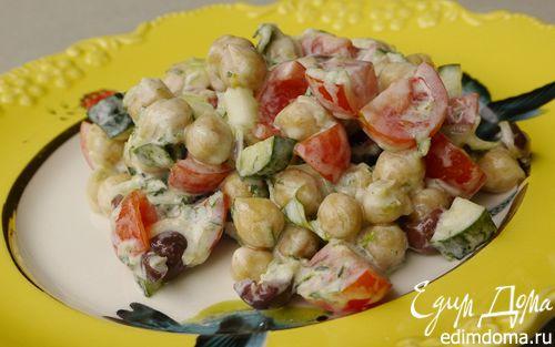 Рецепт Салат из нута с оливками и помидорами черри