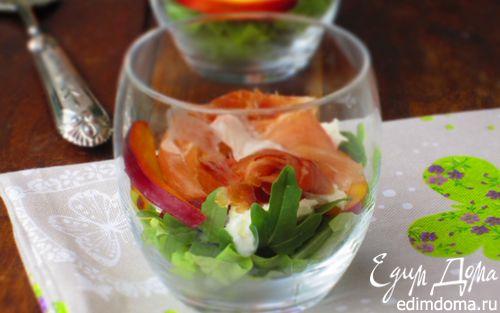 Рецепт Салат с моцареллой, пармской ветчиной и нектарином
