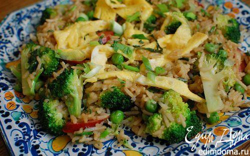 Рецепт Жареный рис с брокколи, копчеными колбасками и омлетом
