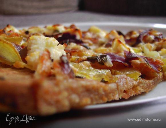 Картофельная пицца с чесноком, козьим сыром и розмарином