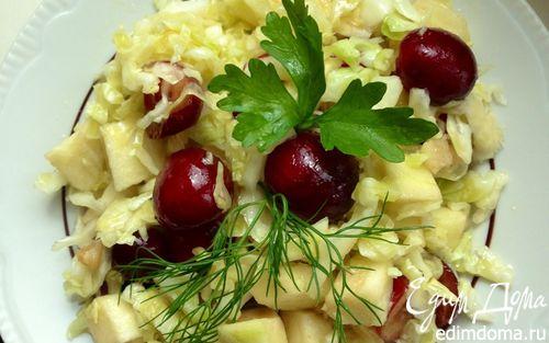 Рецепт Капустный салат с черешней и яблоком