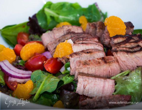 Теплый салат с мясом и мандаринами