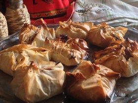 Мешочки с индейкой и сыром бри