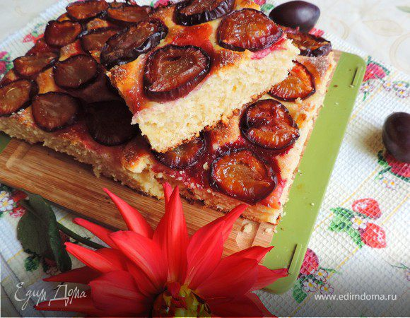 Тертый пирог со сливами