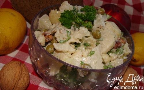 Рецепт Салат с цветной капустой, горошком и орехами
