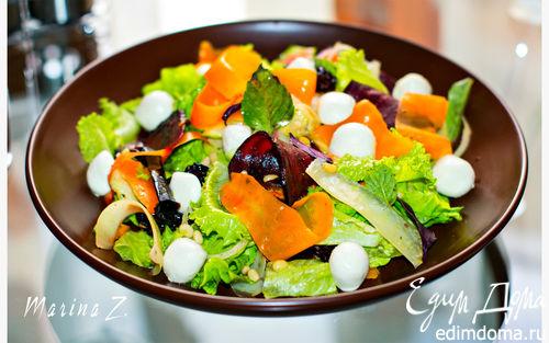 Рецепт Салат с моцареллой и овощными чипсами