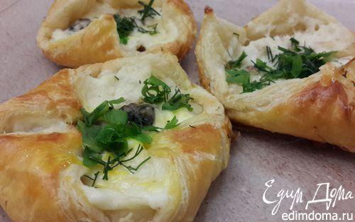 Рецепт Слойки с сыром, курицей, грибами и соусом бешамель