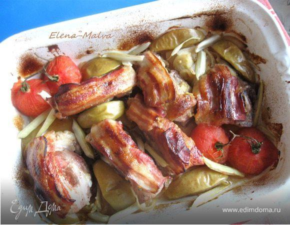 Свинина под ароматной корочкой, с яблоком, помидором и сельдереем