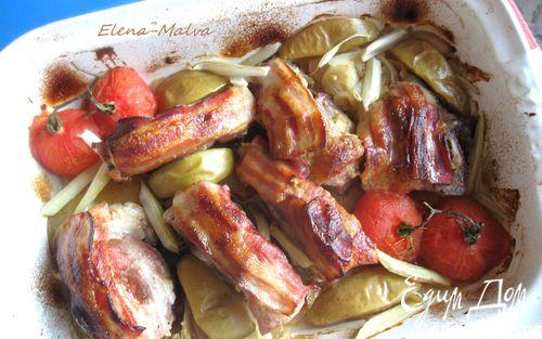 Рецепт Свинина под ароматной корочкой, с яблоком, помидором и сельдереем