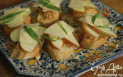 Рецепт Брускетта с инжиром, яблоком и сыром