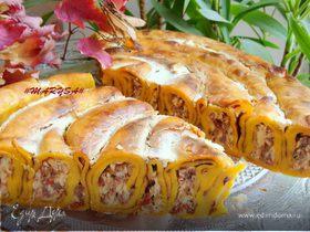 Пирог-улитка из тыквенных блинчиков