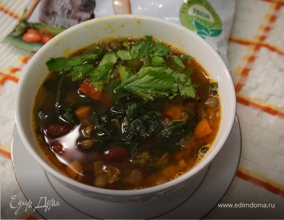 Овощной суп с фасолью и шпинатом