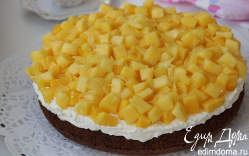 Рецепт Шоколадный торт с манго, маскарпоне и орехами