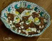 Гречка с перепелиными яйцами и овечьим сыром