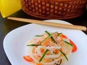 Теплый салат с фунчозой