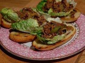 Сэндвич с говядиной, грибами и сельдереем