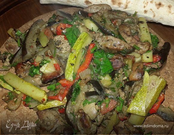 Куриная печень, запеченная с овощами