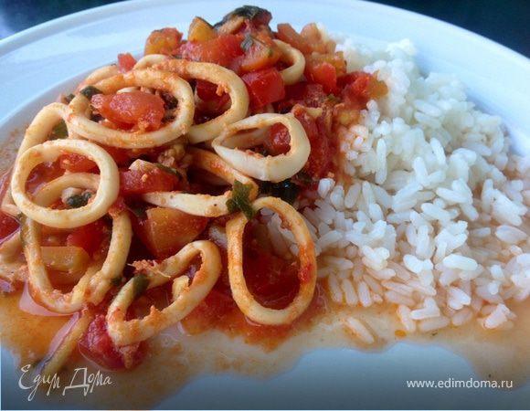 Кальмары со свежим имбирем в томатах