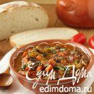 Говядина, тушенная с овощами в томатном соусе