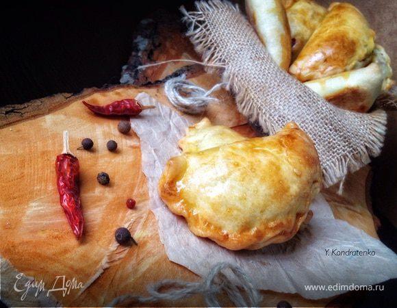 Пирожки с творогом, салями и сыром
