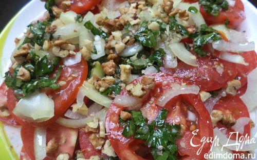 Рецепт Пряная закуска из помидоров с чесноком и орехами