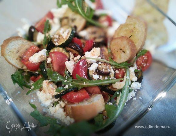 Хлебный салат с антипасти и фетой