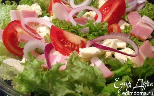 Рецепт Салат с помидорами, беконом и брынзой