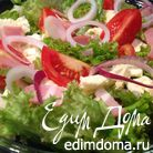 Салат с помидорами, беконом и брынзой