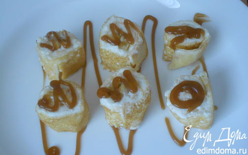 Рецепт Блинчики с бананом и творогом украшенные карамельной глазурью