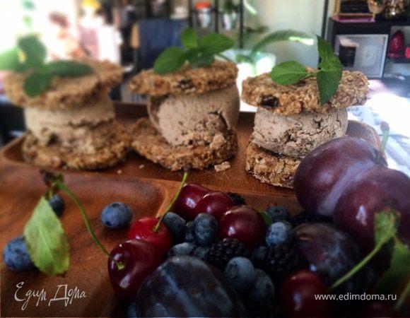 Имбирные сэндвичи с кокосово-чайным мороженным