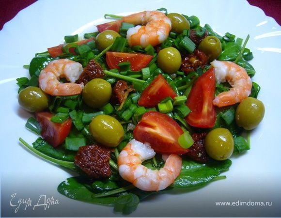 Салат из шпината с томатами и креветками
