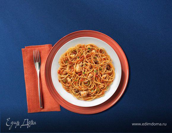 Спагетти с оливковым соусом и куриным филе