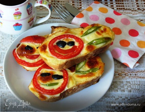 Запеченные бутерброды с йогуртом и помидорами
