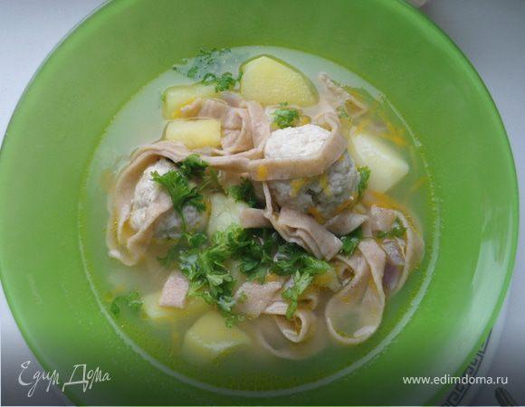 Суп с фрикадельками и домашней гречневой лапшой