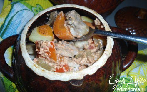 Рецепт Мясо в соусе с овощами, томленое в горшочках