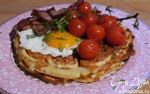 Рецепт Вафли с помидорами, яйцом и грудинкой