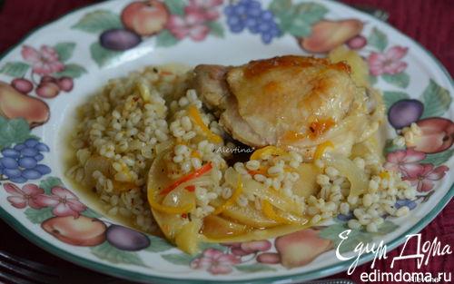 Рецепт Куриные бедрышки с яблоками и перловкой