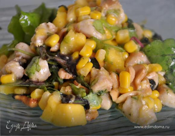 Салат с манго, курицей и кукурузой