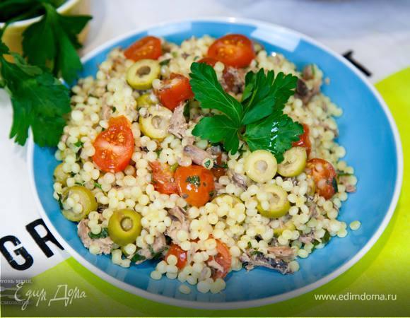 Макароны с тунцом и томатами
