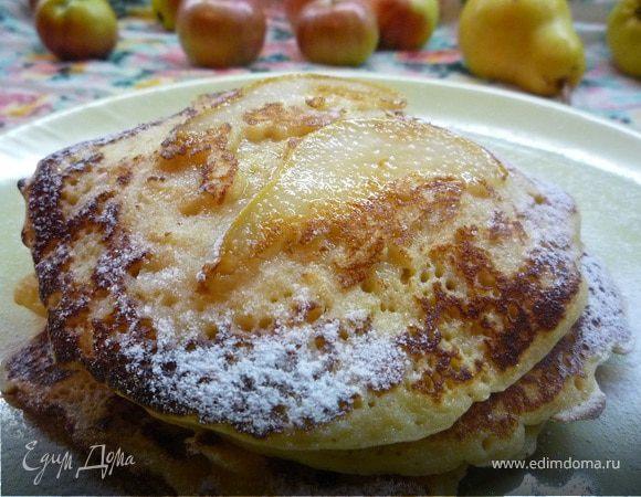 Блинчики с яблочно-грушевым припеком и медом