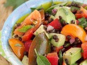 Салат из чечевицы с авокадо