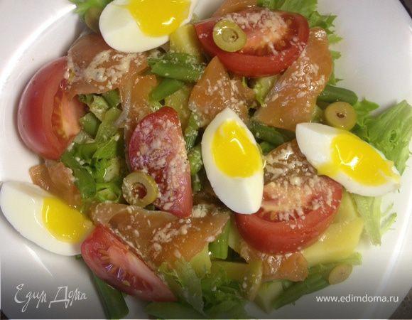 Салат с картофелем, помидорами и слабосоленой семгой